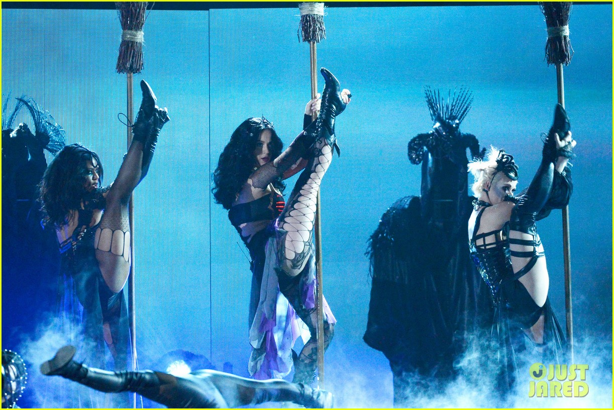 katy perry performs dark horse at grammys 2014 video 04