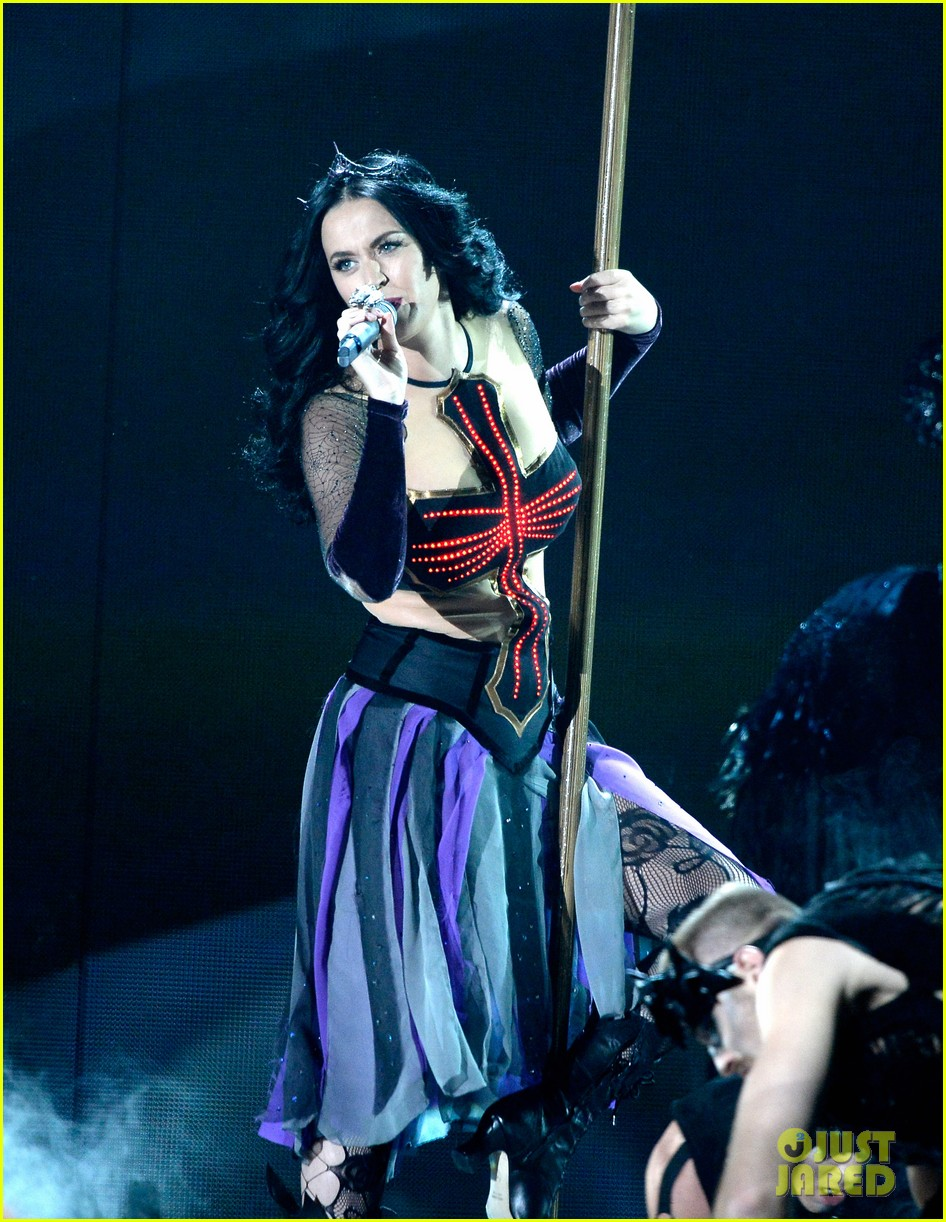 katy perry performs dark horse at grammys 2014 video 07