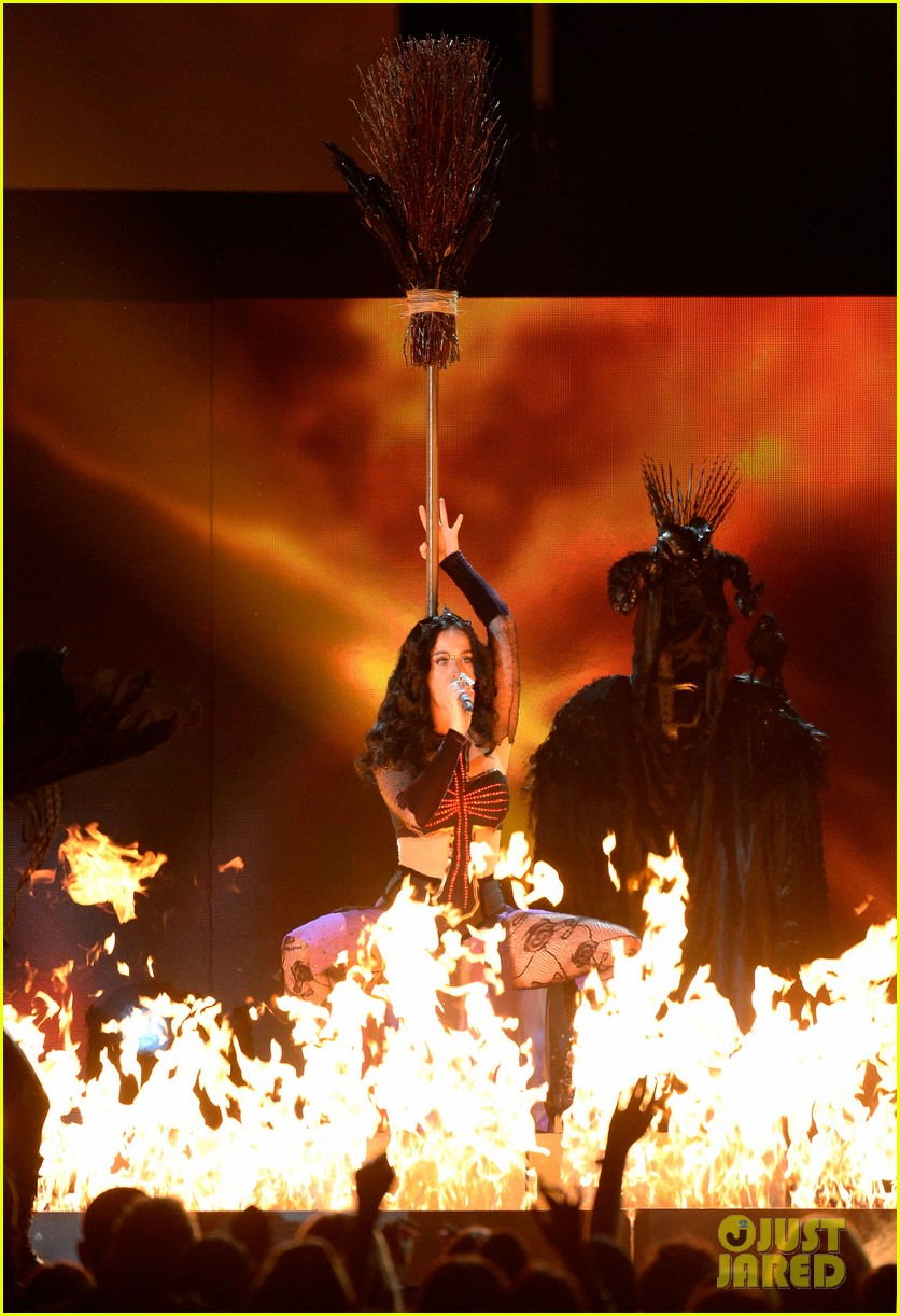 katy perry performs dark horse at grammys 2014 video 08