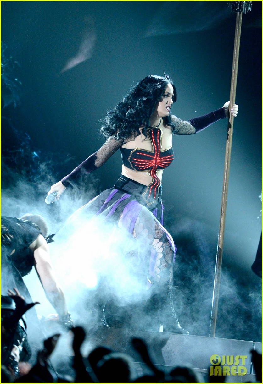 katy perry performs dark horse at grammys 2014 video 12