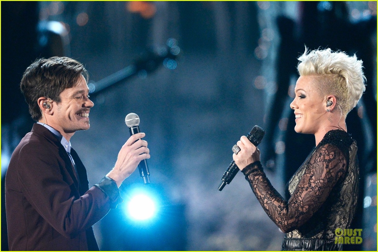 pink nate ruess performs give me a reason at grammys 2014 video 113041388