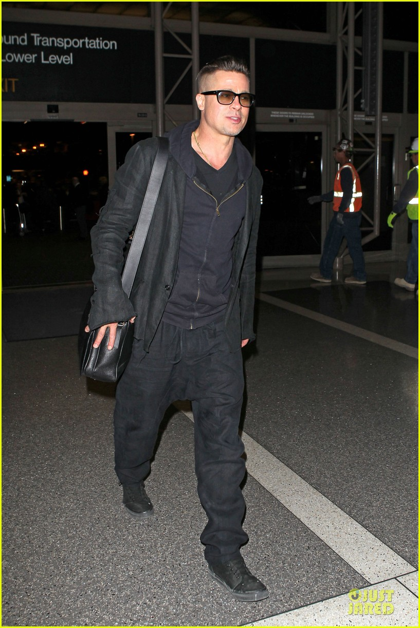 brad pitt lax departure after producers guild awards 20