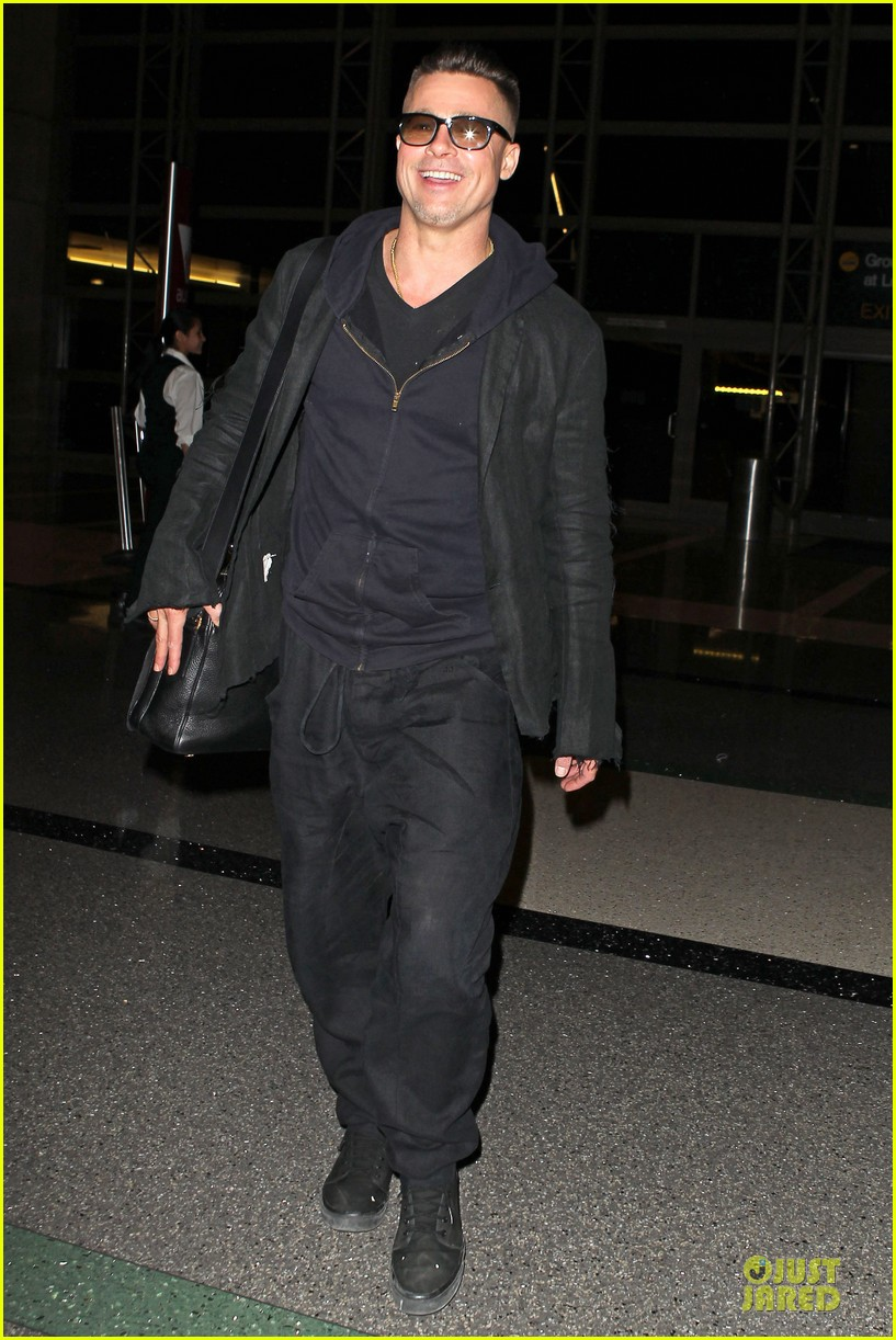 brad pitt lax departure after producers guild awards 223036213