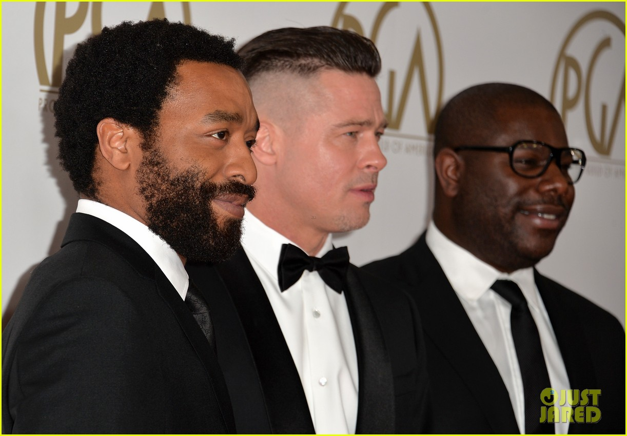 brad pitt producers guild awards 2014 with chiwetel ejiofor 13