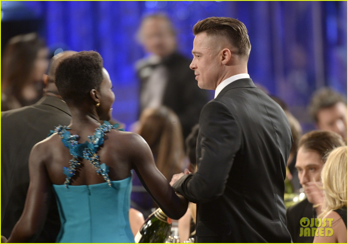 brad pitt sag awards 2014 with steve mcqueen 03