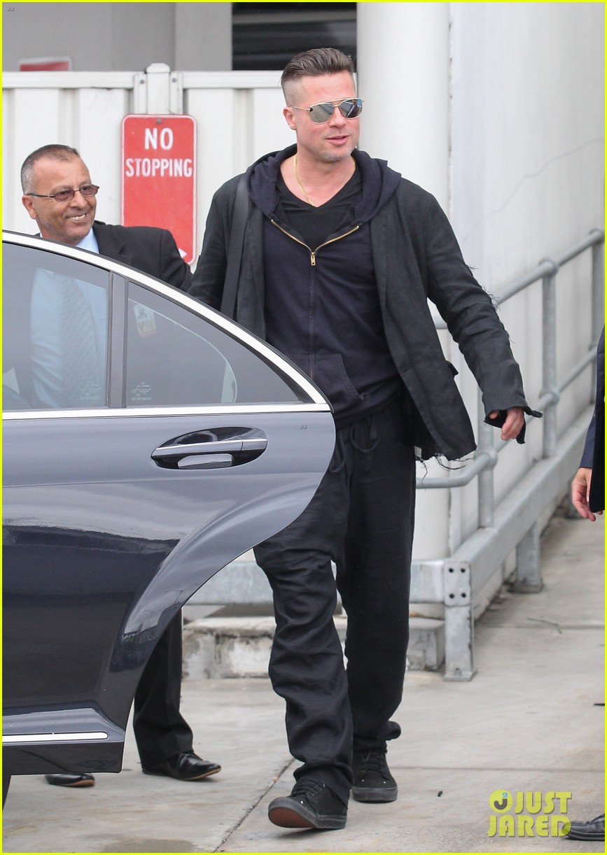 brad pitt touches down in sydney after awards weekend 043036652