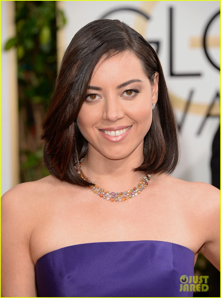 aubrey plaza golden globes 2014 red carpet 043029065