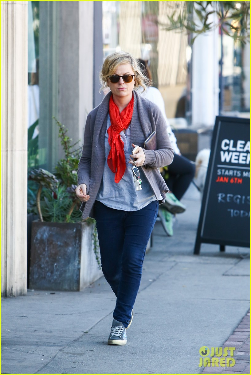 amy poehler abel holds flower for his mom 143023524