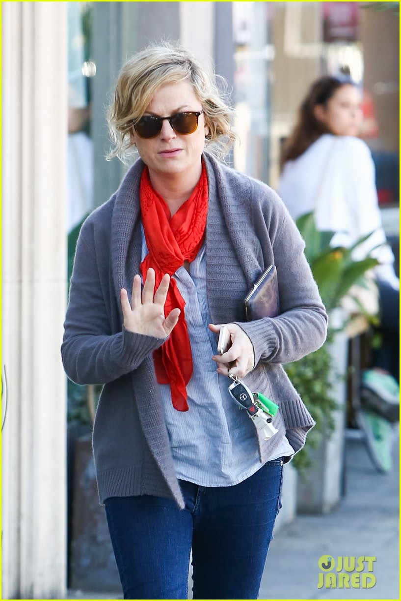 amy poehler abel holds flower for his mom 16