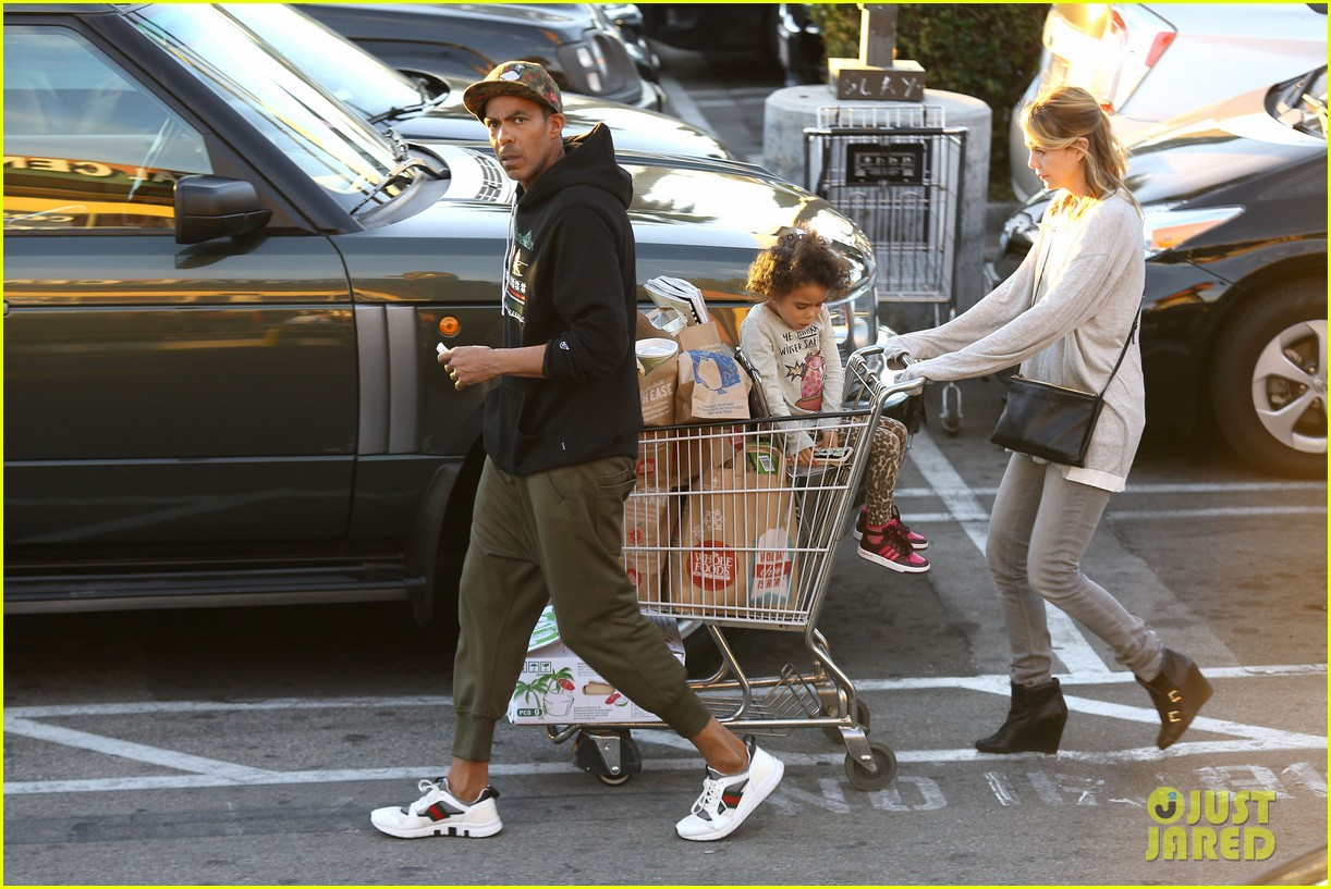 ellen pompeo spills her coconuts in whole foods lot 243024499