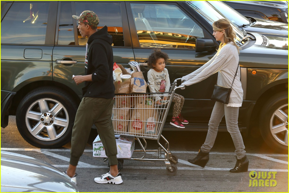ellen pompeo spills her coconuts in whole foods lot 25