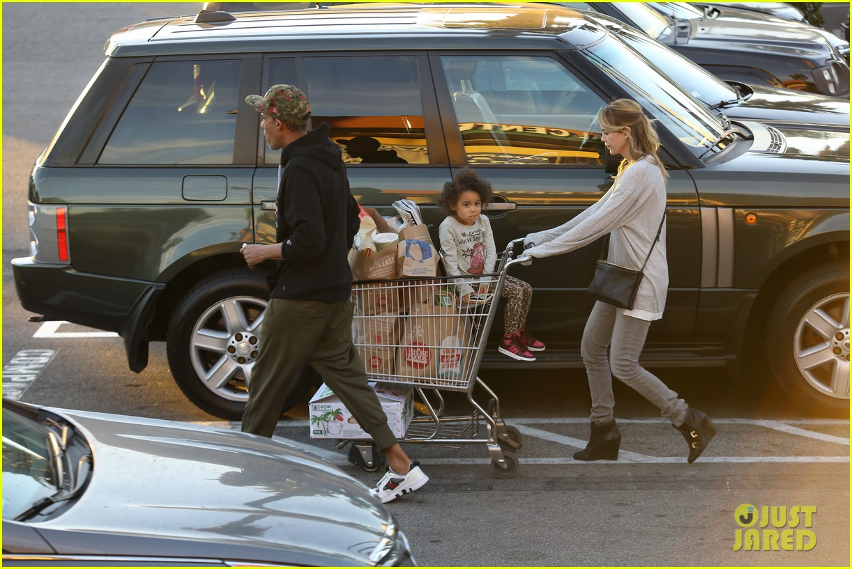 ellen pompeo spills her coconuts in whole foods lot 263024501