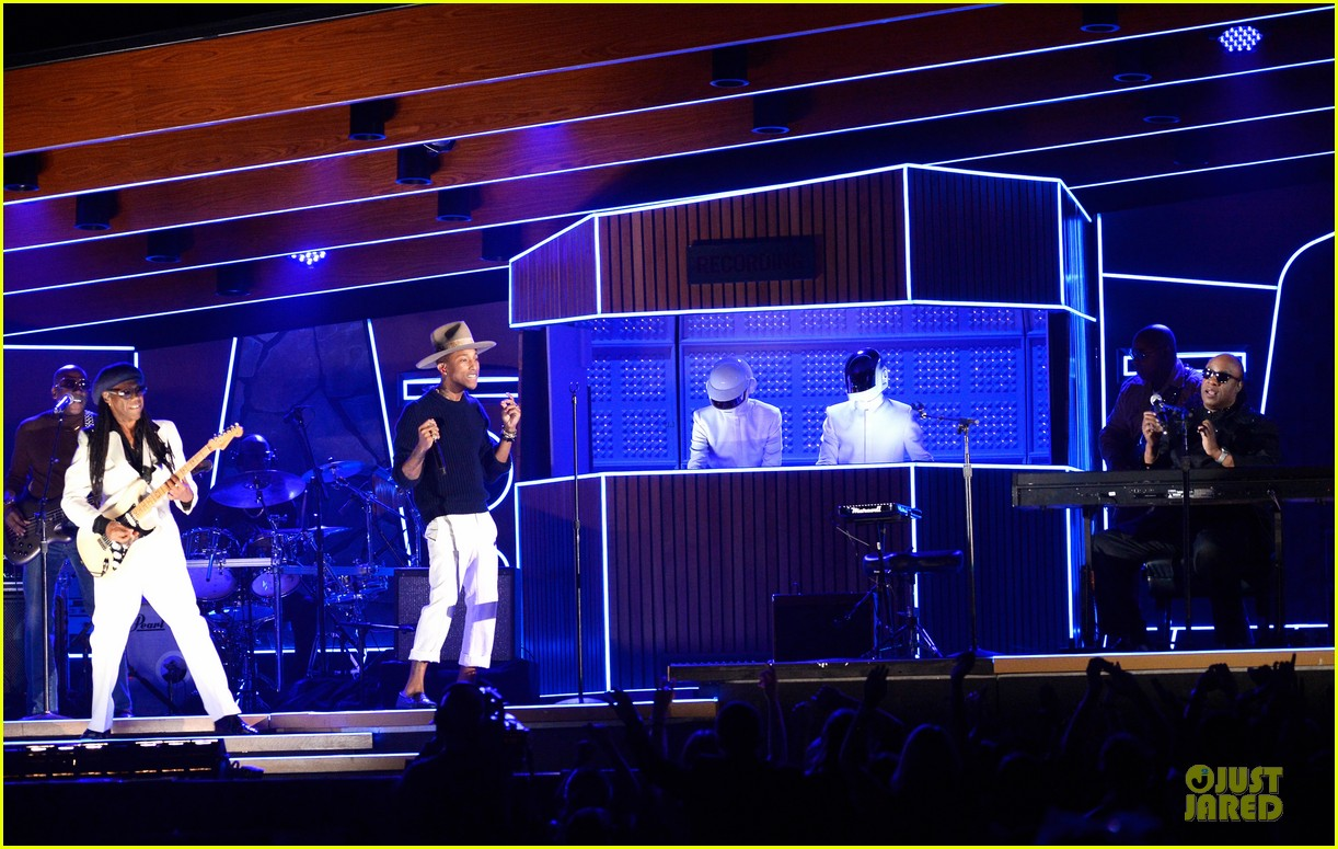 daft punk pharrell williams perform get lucky at grammys 2014 video 063041471