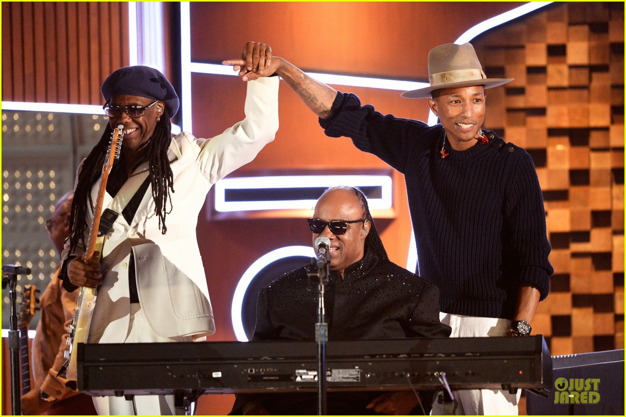 daft punk pharrell williams perform get lucky at grammys 2014 video 07