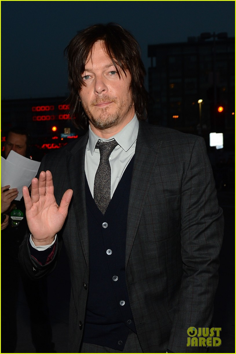 norman reedus peoples choice awards 2014 presenter 06