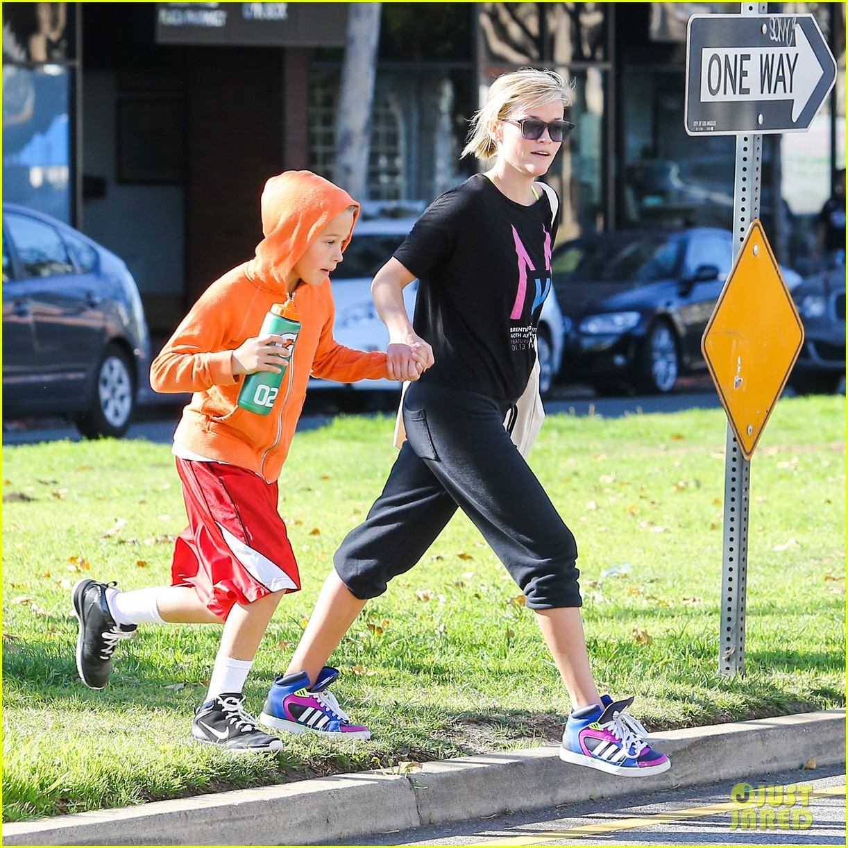 reese witherspoon busy saturday with son deacon 14