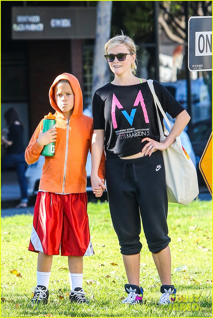 reese witherspoon busy saturday with son deacon 213035550