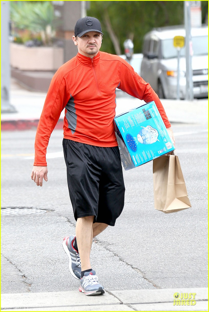 jeremy renner celebrates american hustle sag win at rite aid 013037464