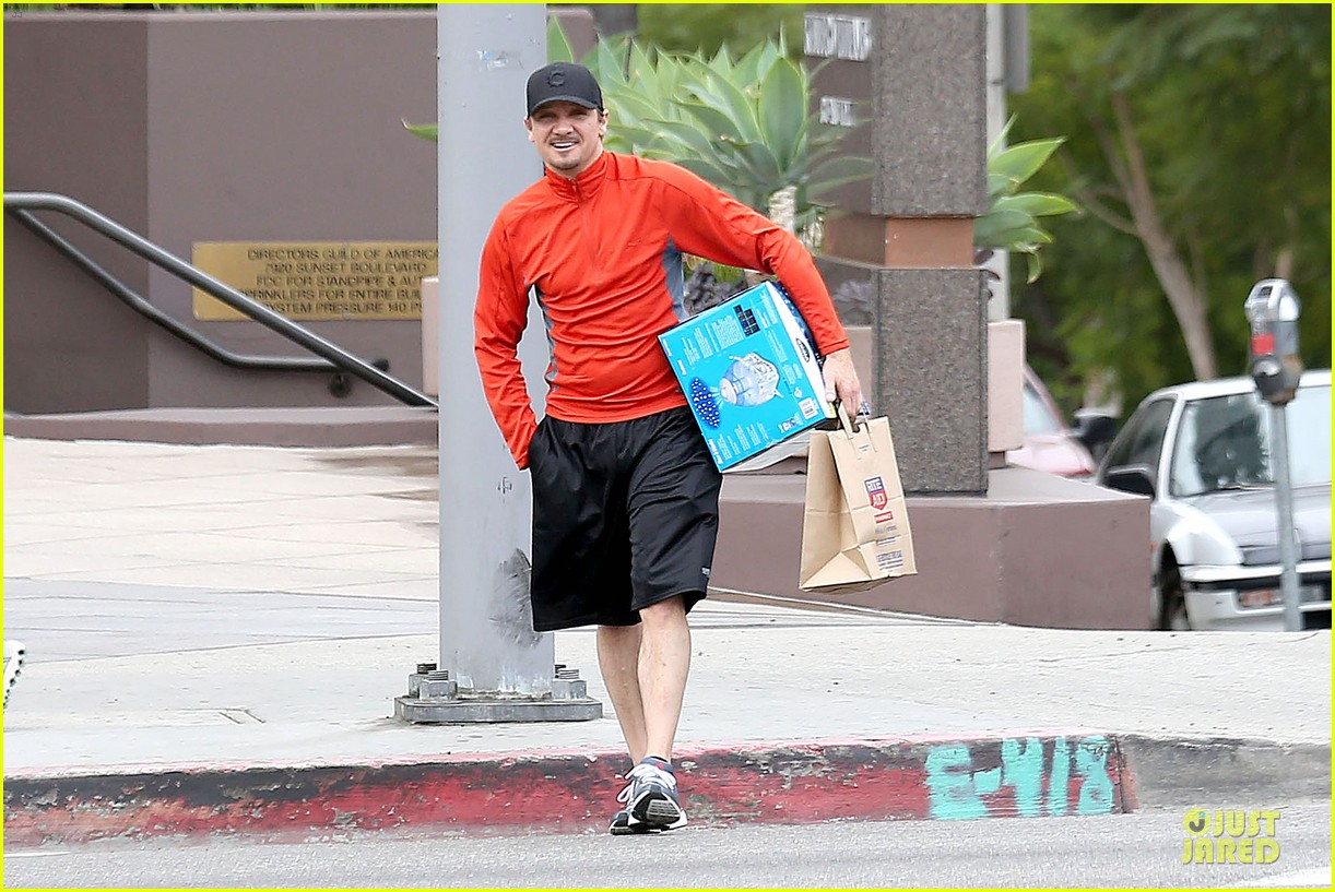 jeremy renner celebrates american hustle sag win at rite aid 06