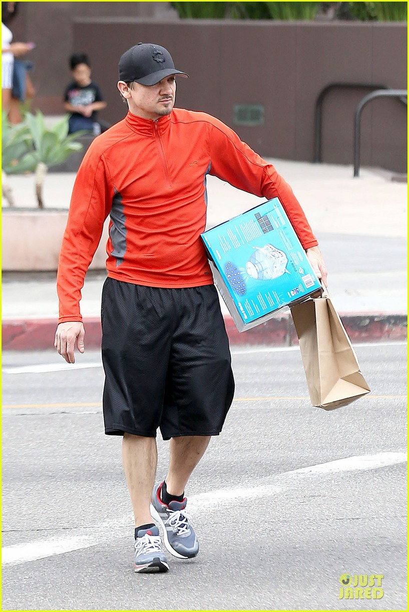 jeremy renner celebrates american hustle sag win at rite aid 103037473