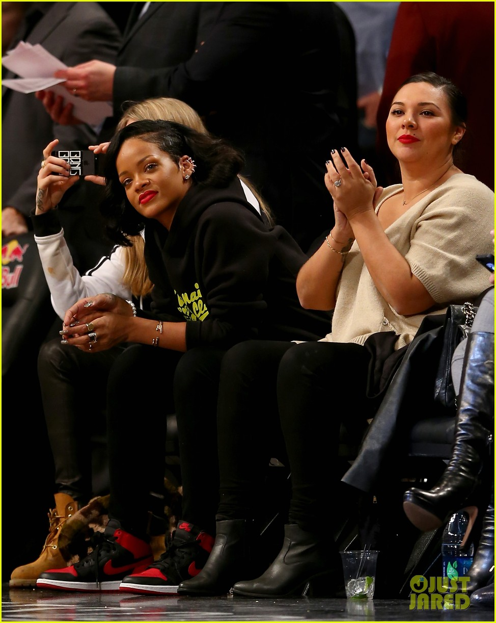 rihanna cara delevingne root for brooklyn nets 07