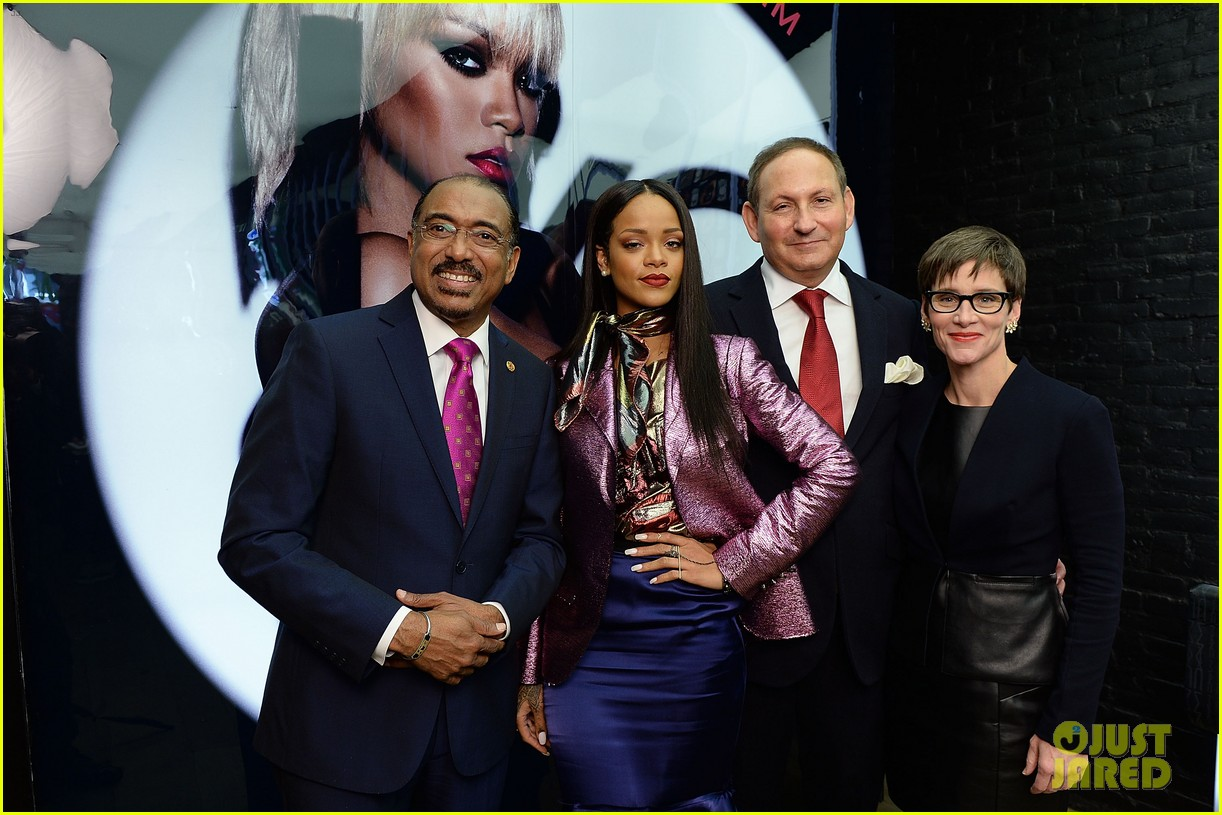 rihanna launches her viva glam cosmetics line in nyc 02