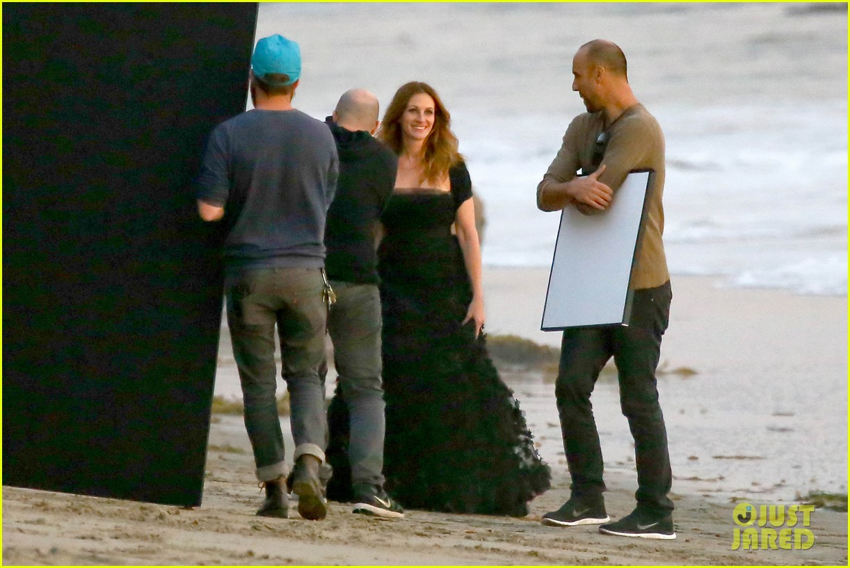 julia roberts wears elegant gown for beach photo shoot 17