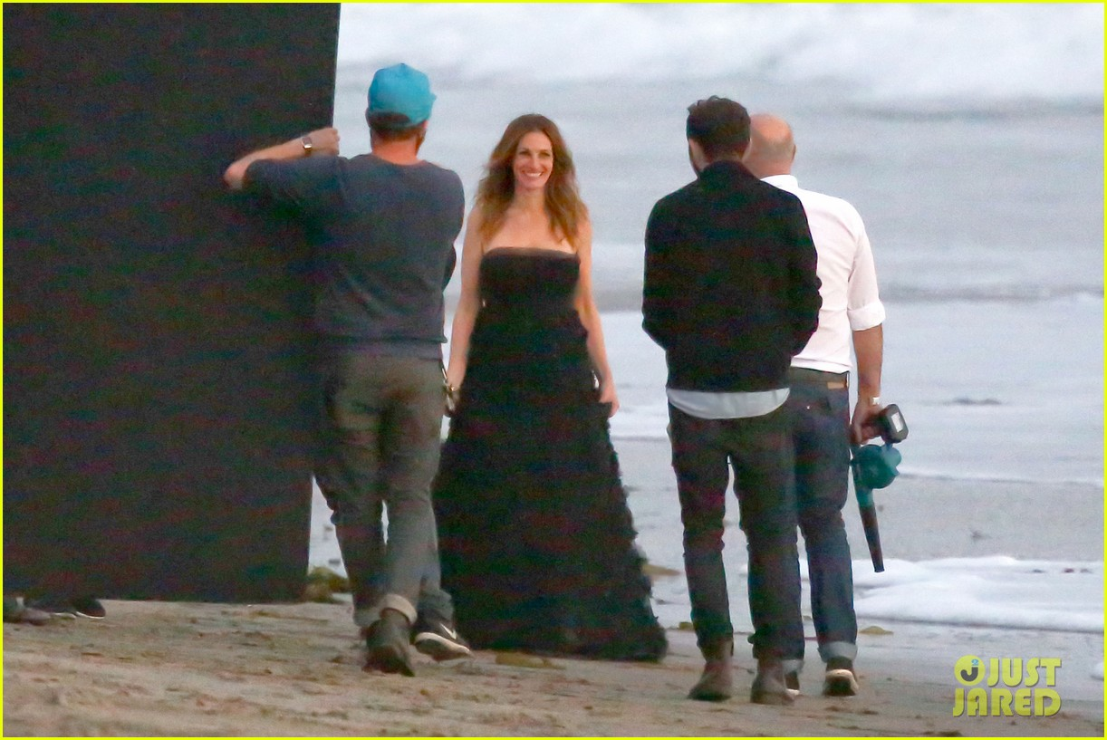 julia roberts wears elegant gown for beach photo shoot 19