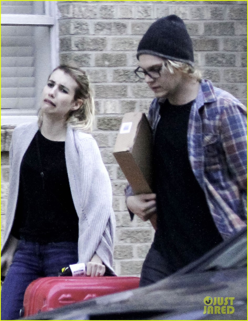 emma roberts engaged to evan peters 02