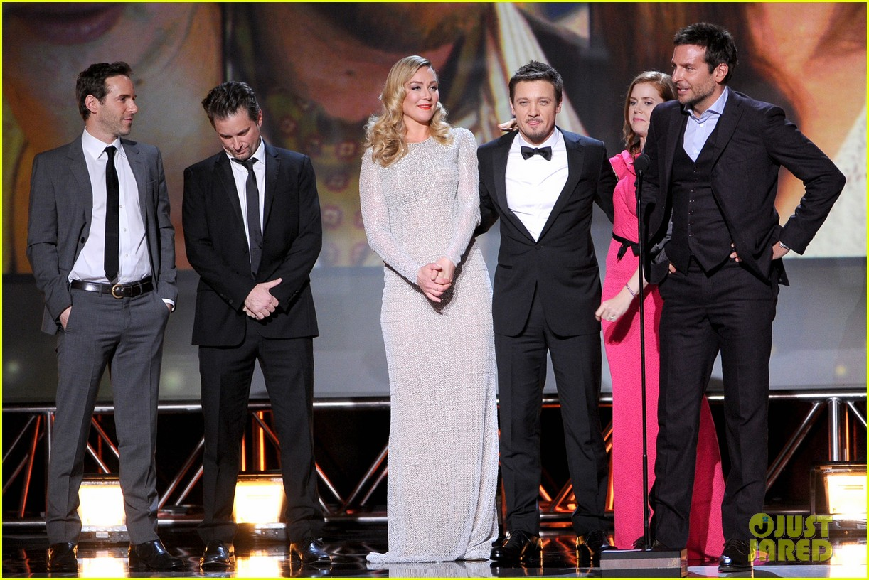 elisabeth rohm jeremy renner critics choice awards 2014 033033024