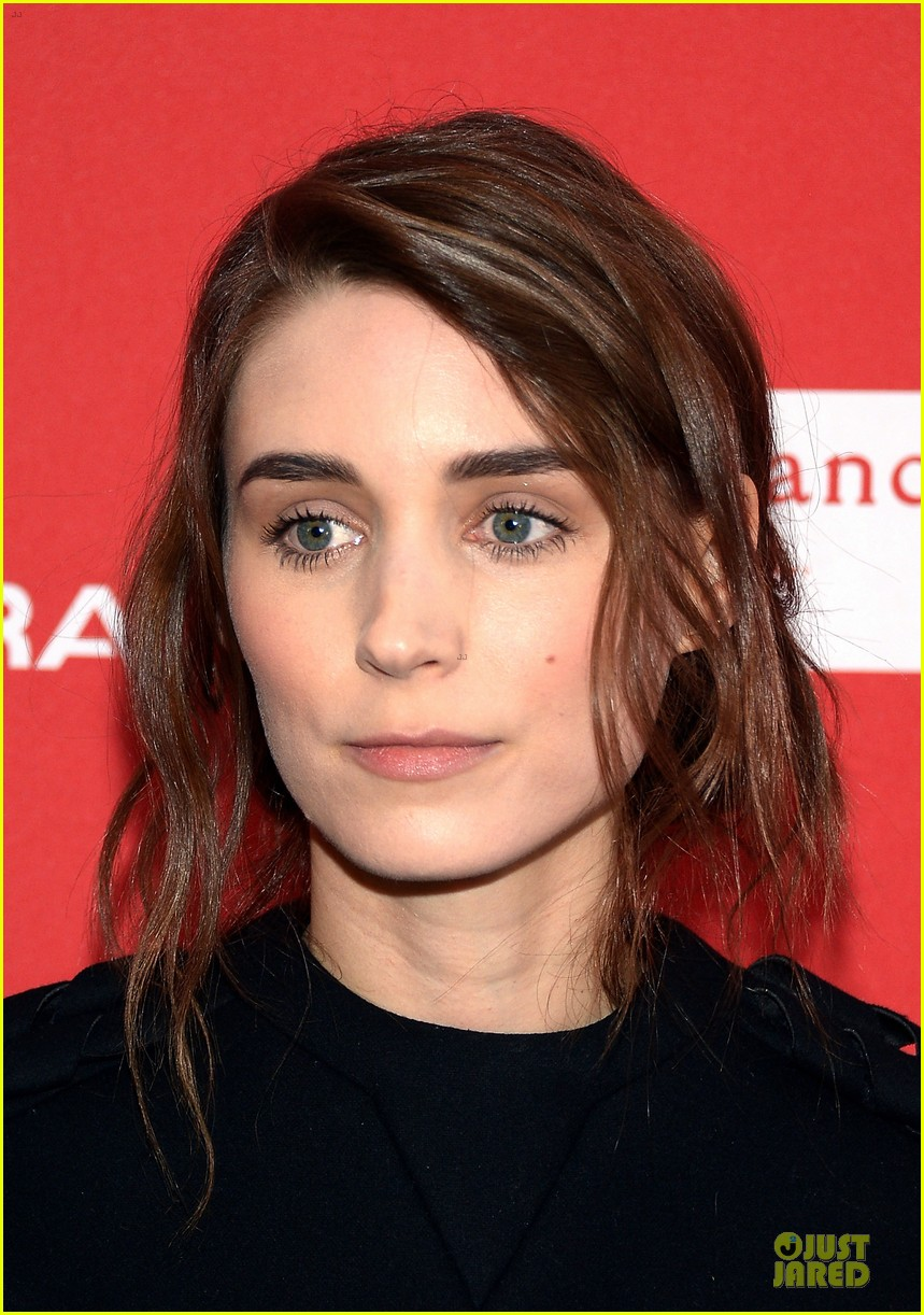 anne hathaway photobombs rooney mara at sundance 023037499