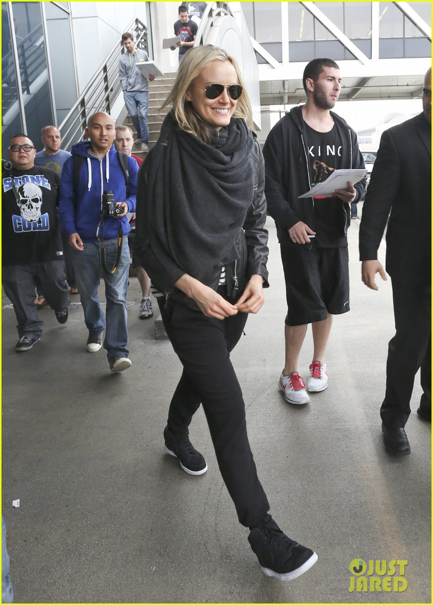 taylor schilling arrives in los angeles for golden globes week 103027060
