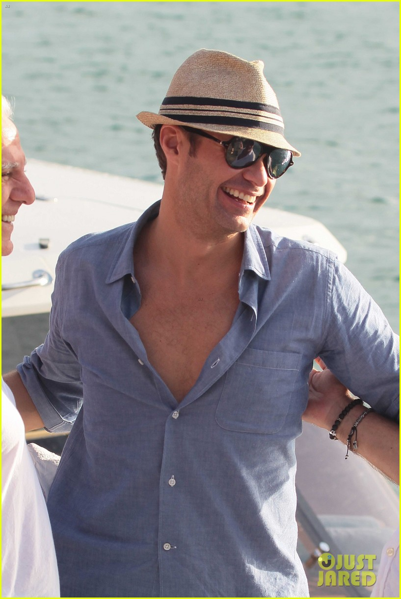 ryan seacrest enjoys drinks with friends in st barts 04