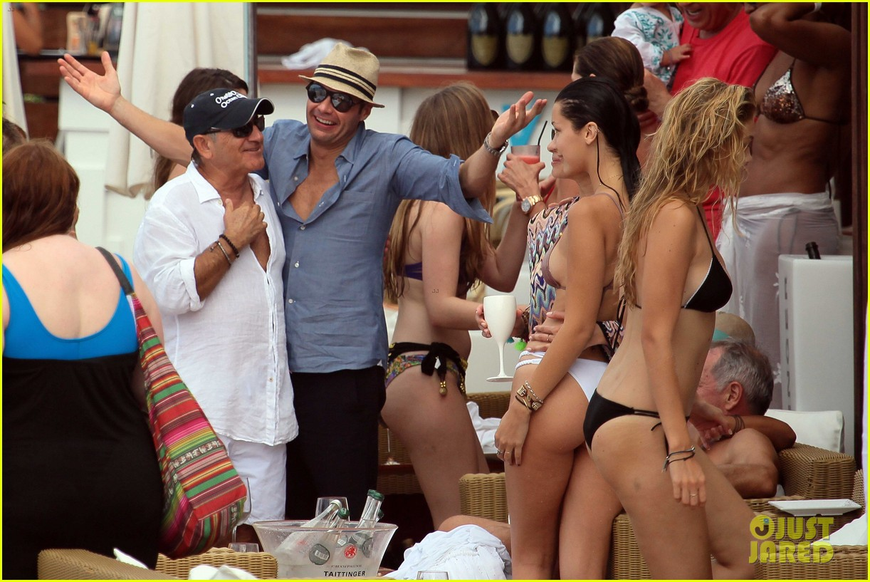 ryan seacrest enjoys drinks with friends in st barts 223021720