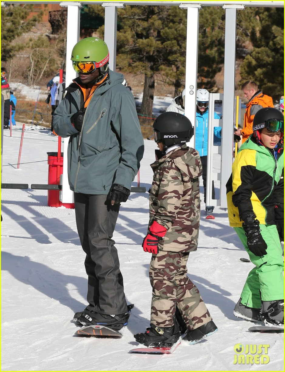 seal spends first day of 2014 snowboarding with the kids 033021428