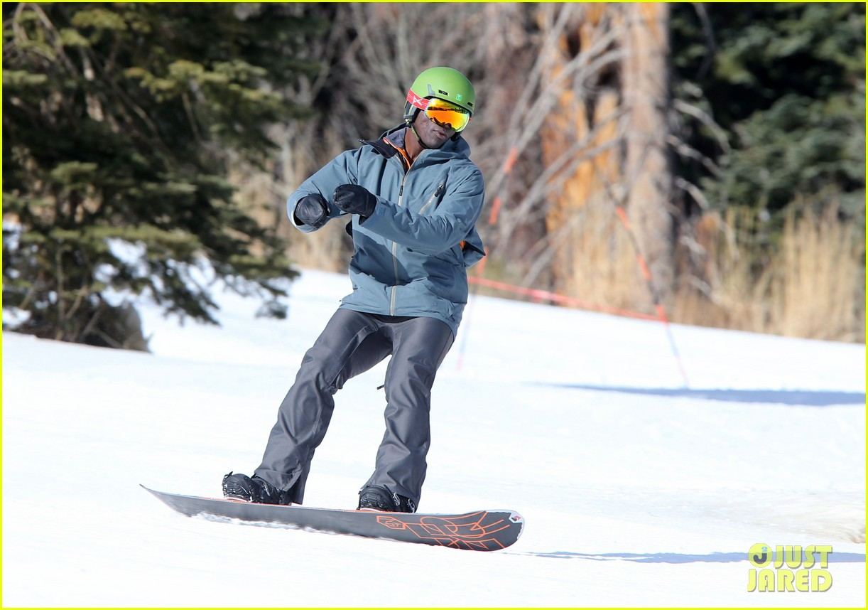 seal spends first day of 2014 snowboarding with the kids 223021447