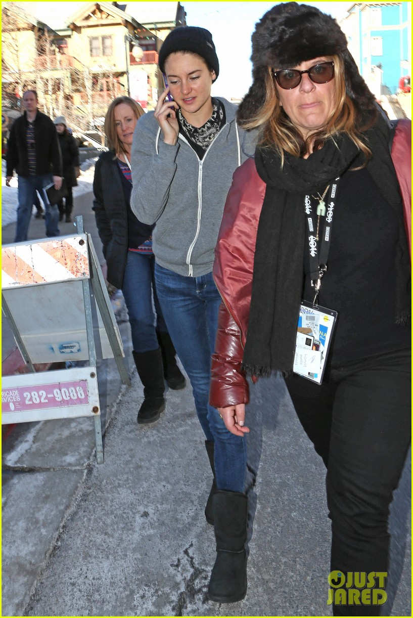shailene woodley arrives back in la after sundance 01