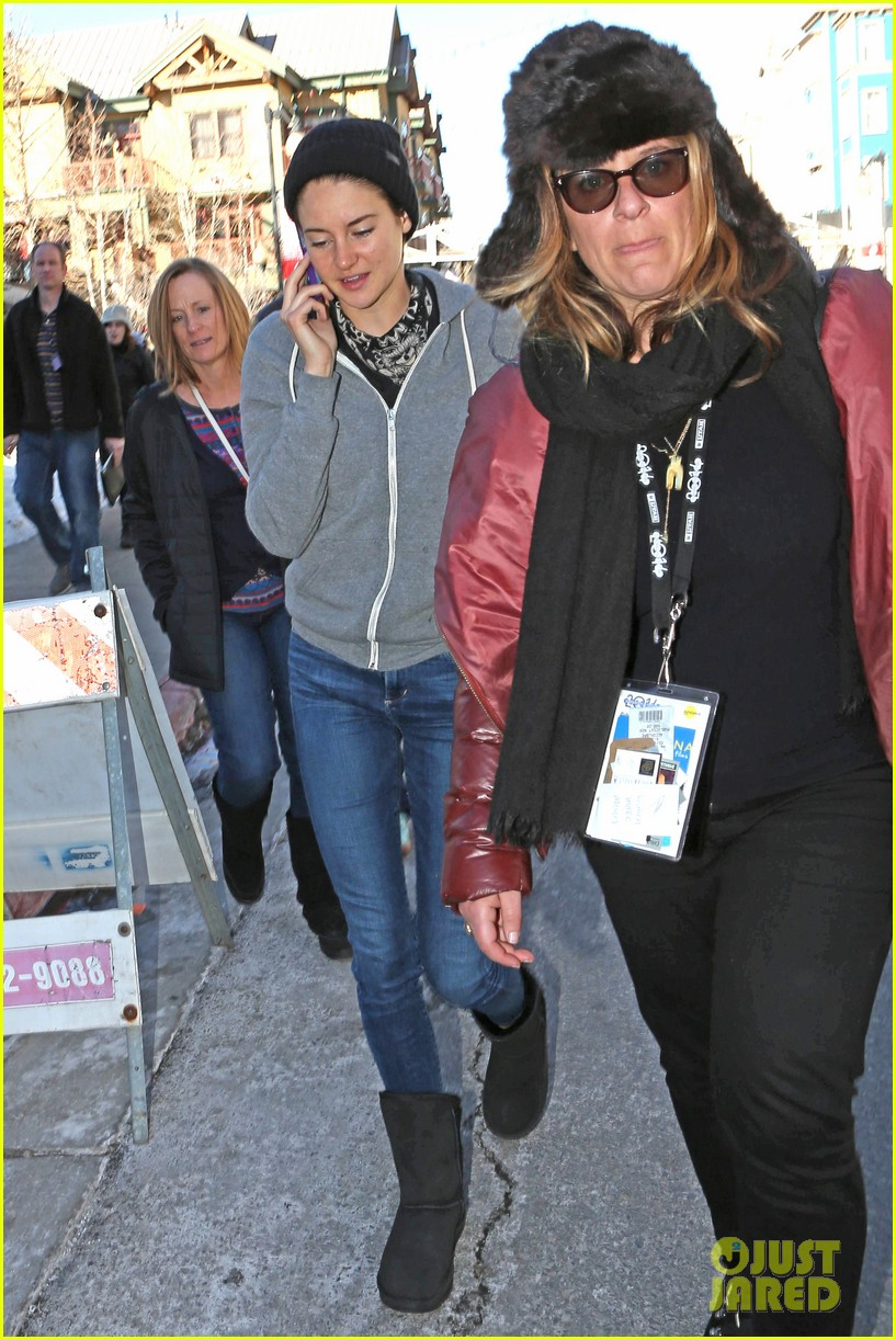 shailene woodley arrives back in la after sundance 05