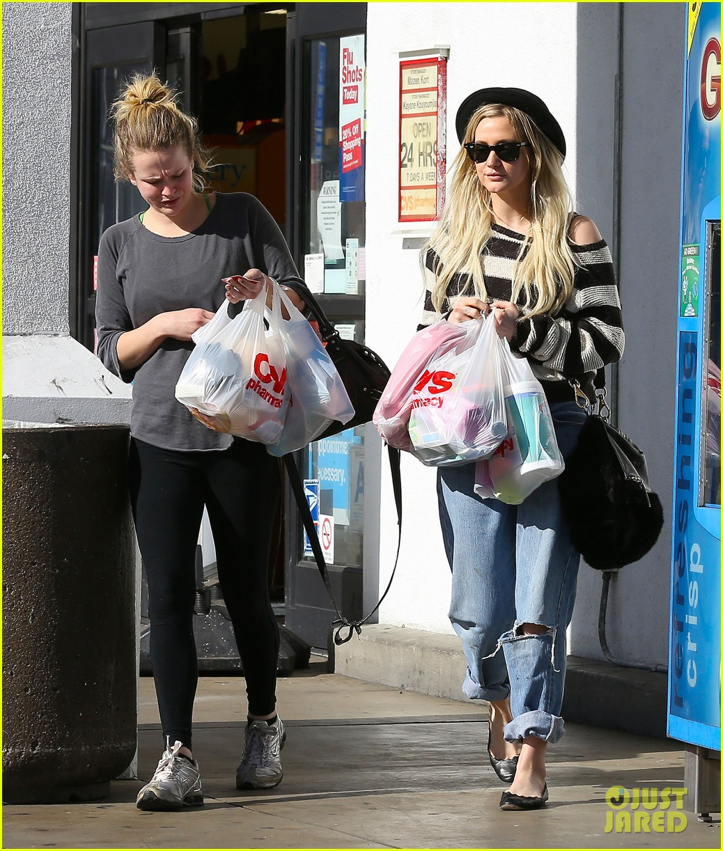 ashlee simpson begins new year with cvs pharmacy stop 08