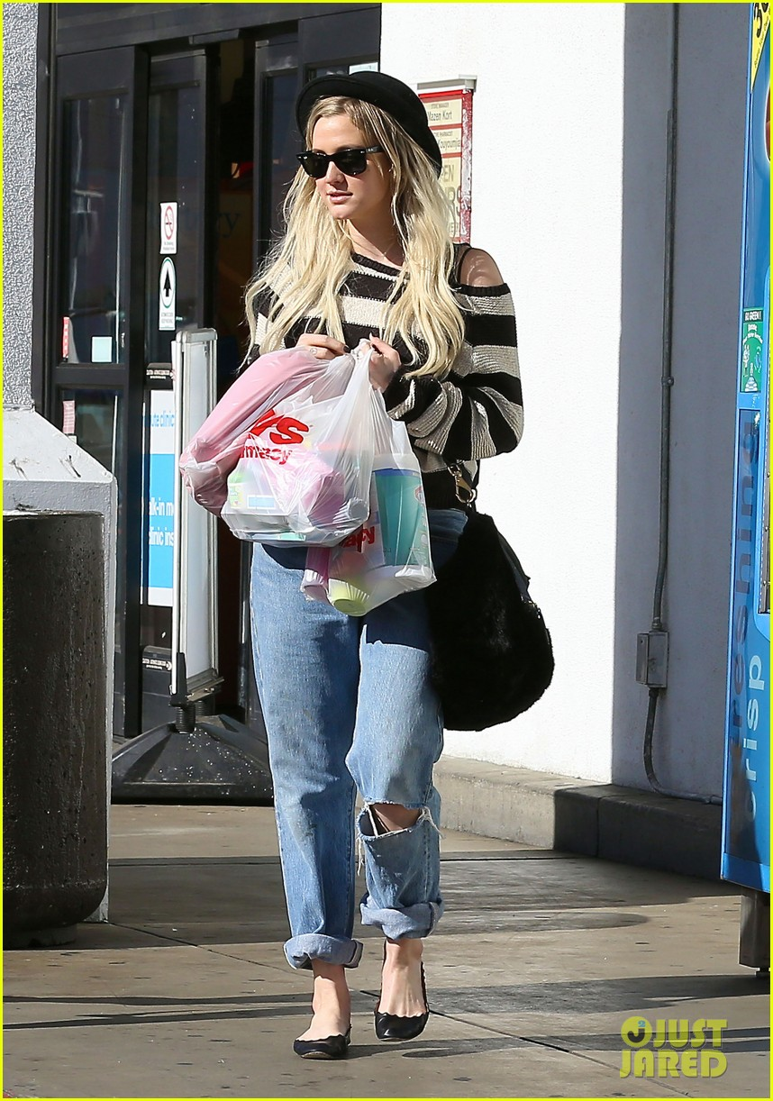 ashlee simpson begins new year with cvs pharmacy stop 12