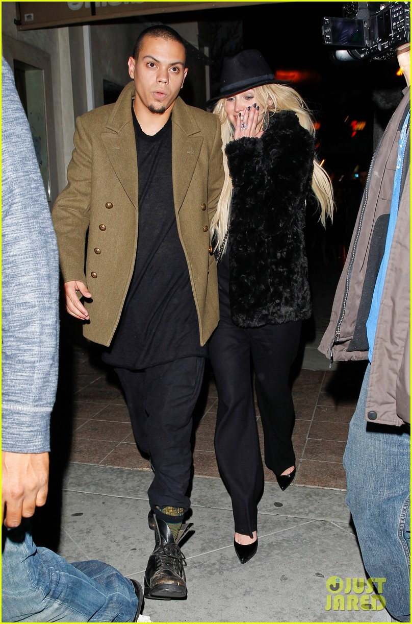 ashlee simpson evan ross dine party on saturday 09