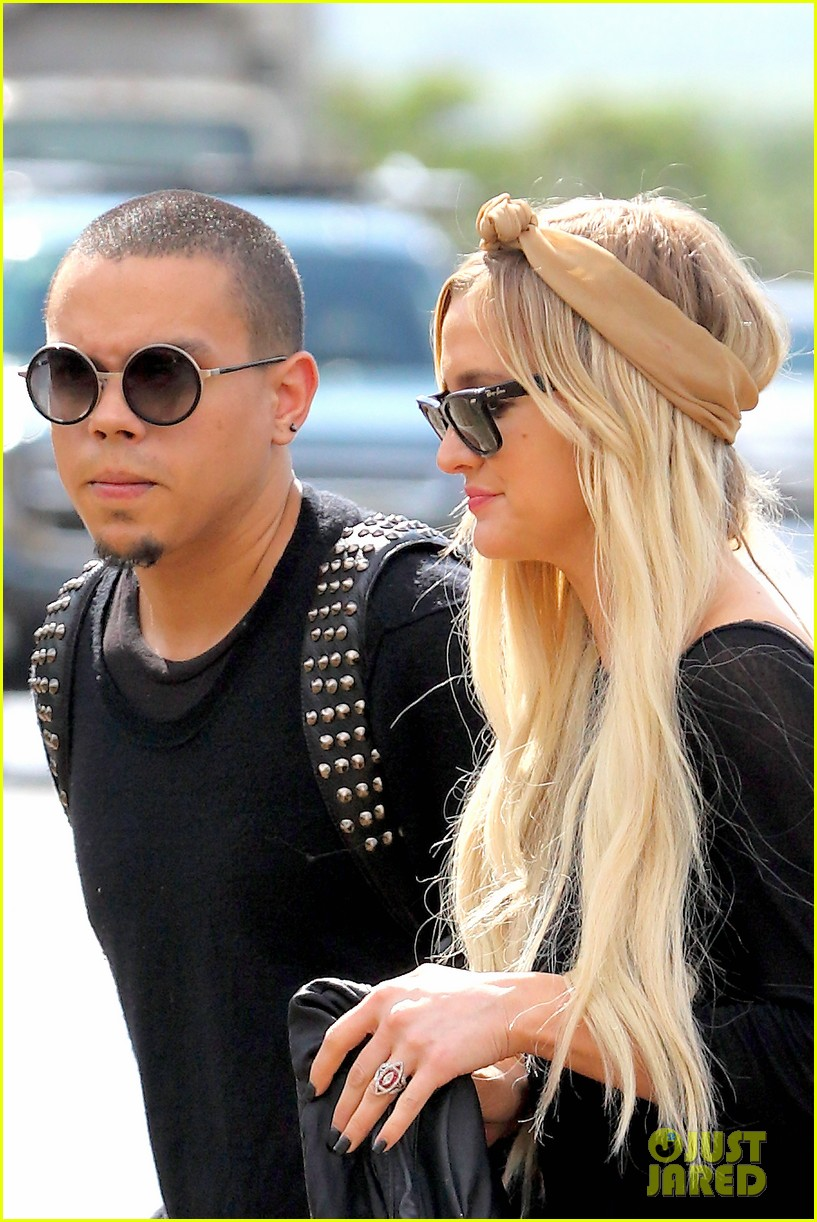 ashlee simpson evan ross fly out after engagement 03