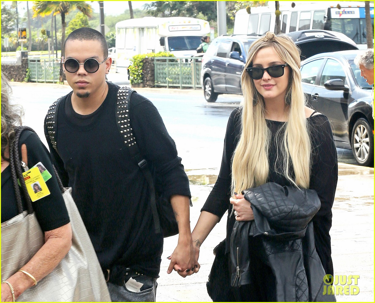 ashlee simpson evan ross fly out after engagement 183032684