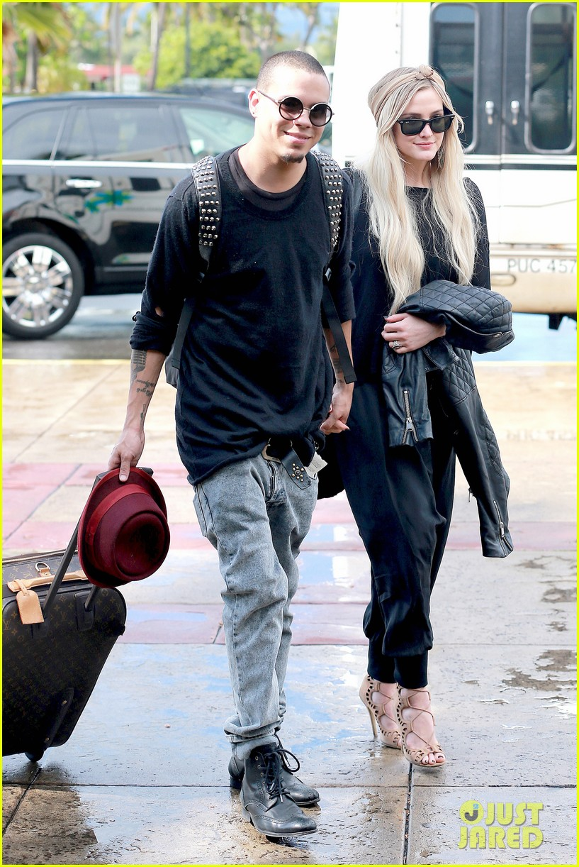 ashlee simpson evan ross fly out after engagement 22