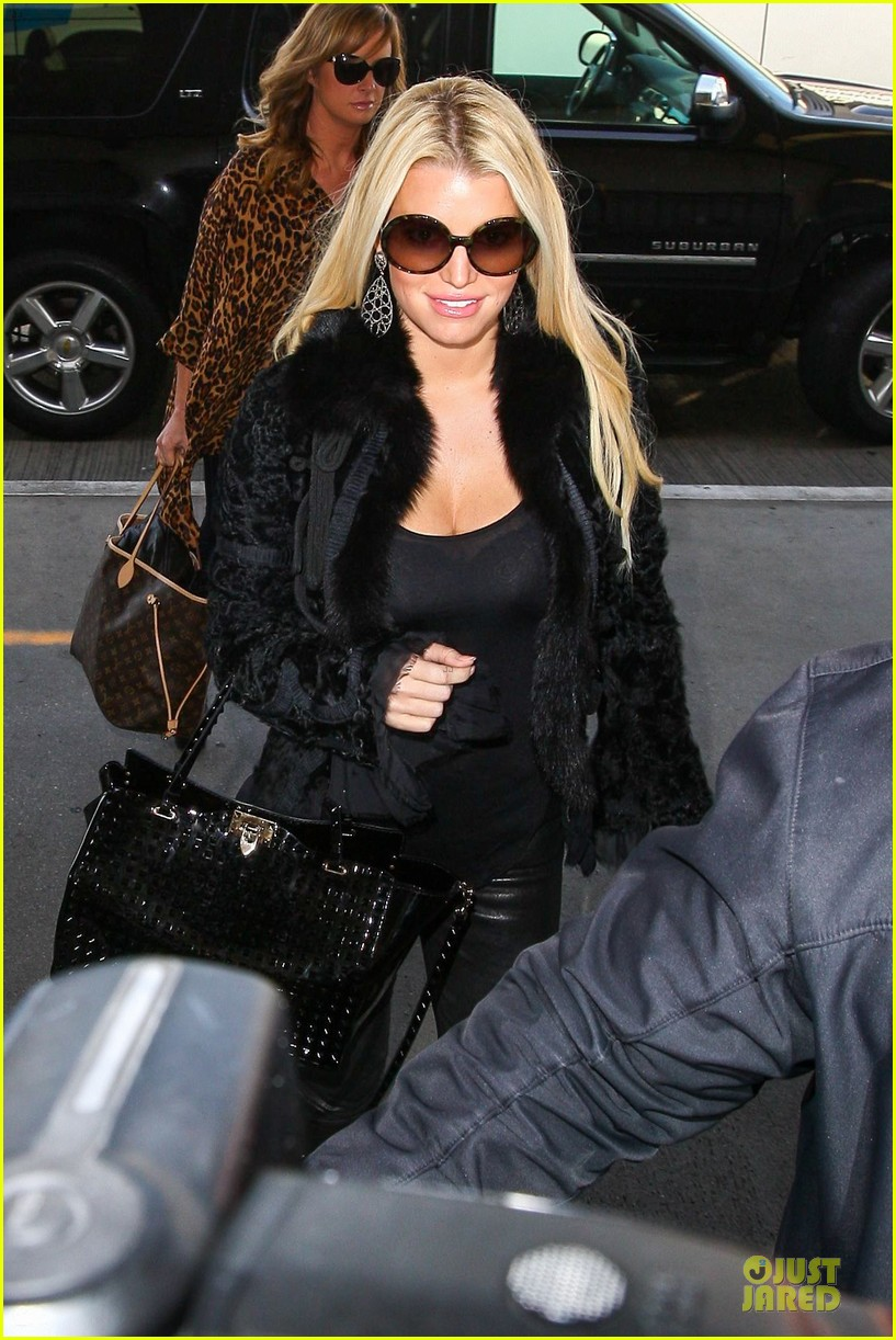 jessica simpson all i want to do is snuggle with ace 163042975