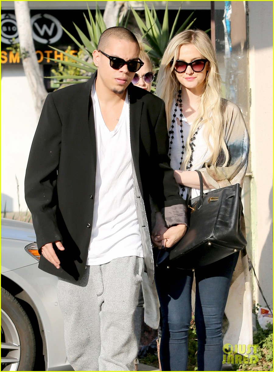 ashlee simpson evan ross spend wednesday shopping 06