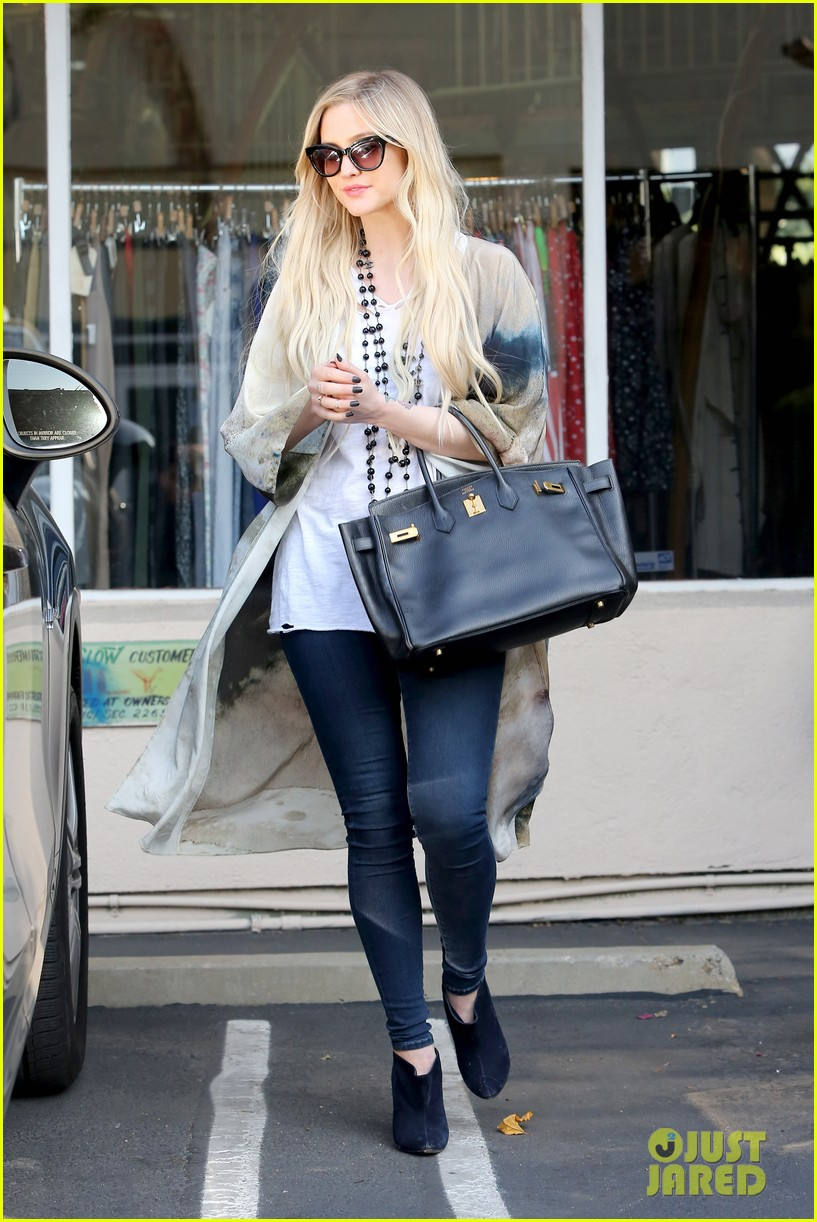 ashlee simpson evan ross spend wednesday shopping 163026207