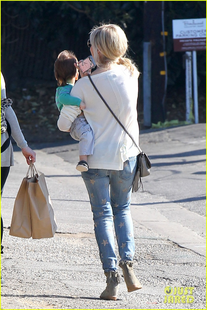 sarah michelle gellar hangs with adorable son rocky 09