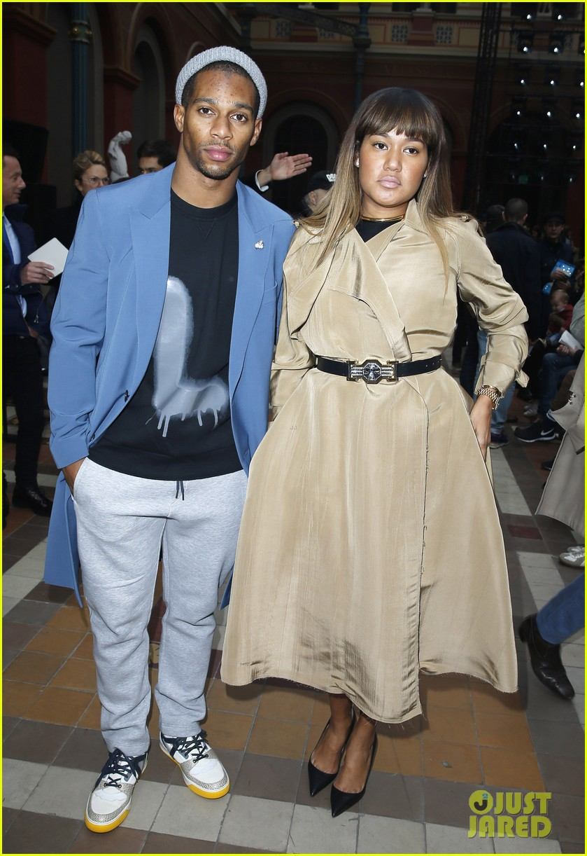 will smith lanvin fashion show with victor cruz 07