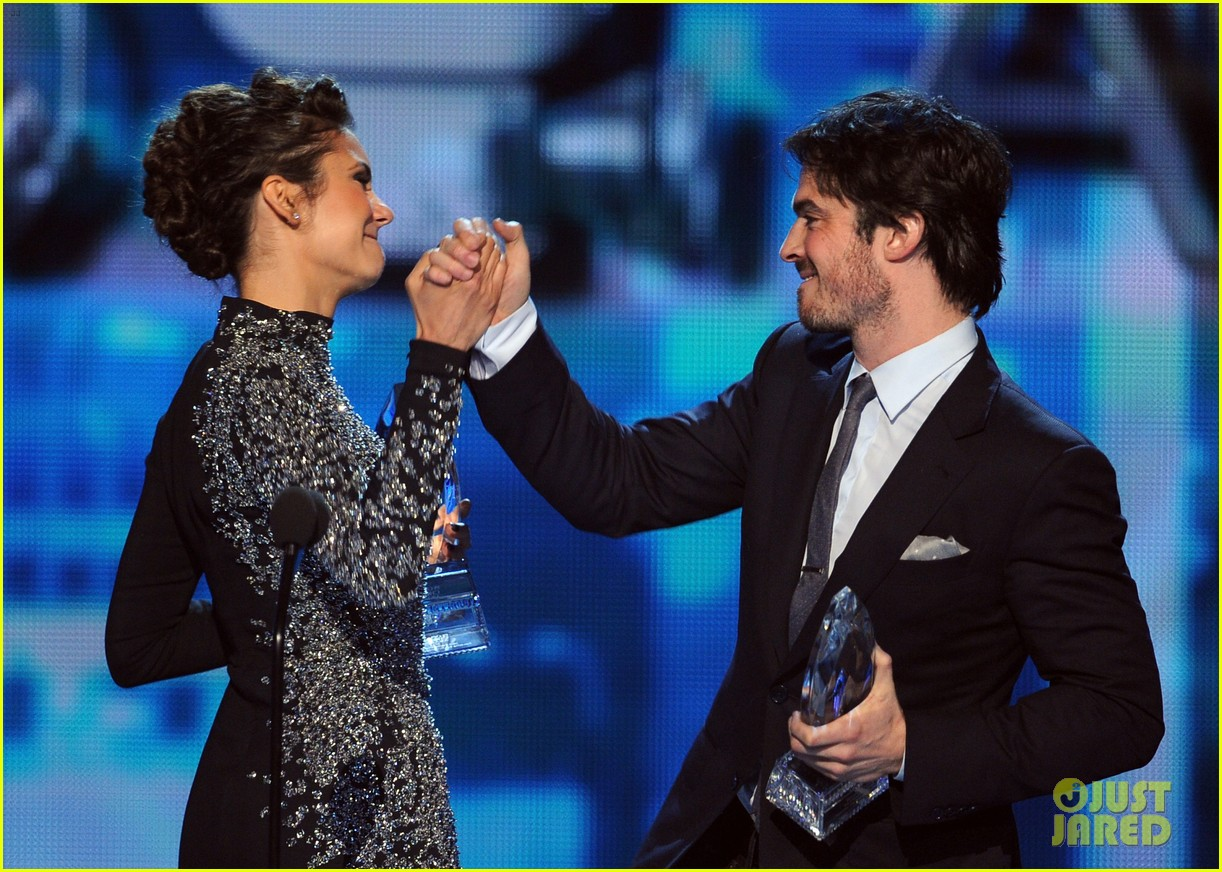ian somerhalder nina dobrev joke about their breakup at peoples choice awards 11